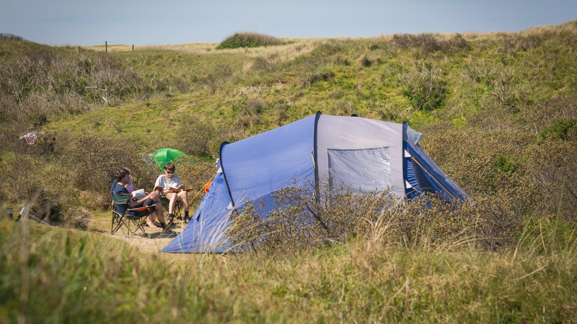 Kampeerplaats in de duinen van De Koog Camping Kogerstrand VVV Texel