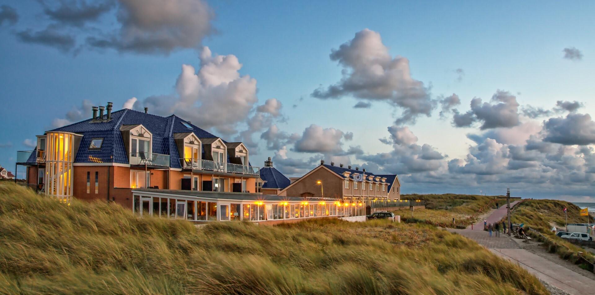 Hotel Noordzee op de duinen bij De Koog VVV Texel fotograaf Justin Sinner