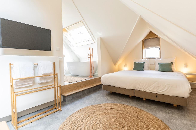 Op Oost Suite Texel Vrijstaand bad fotograaf Liselotte Schoo VVV Texel