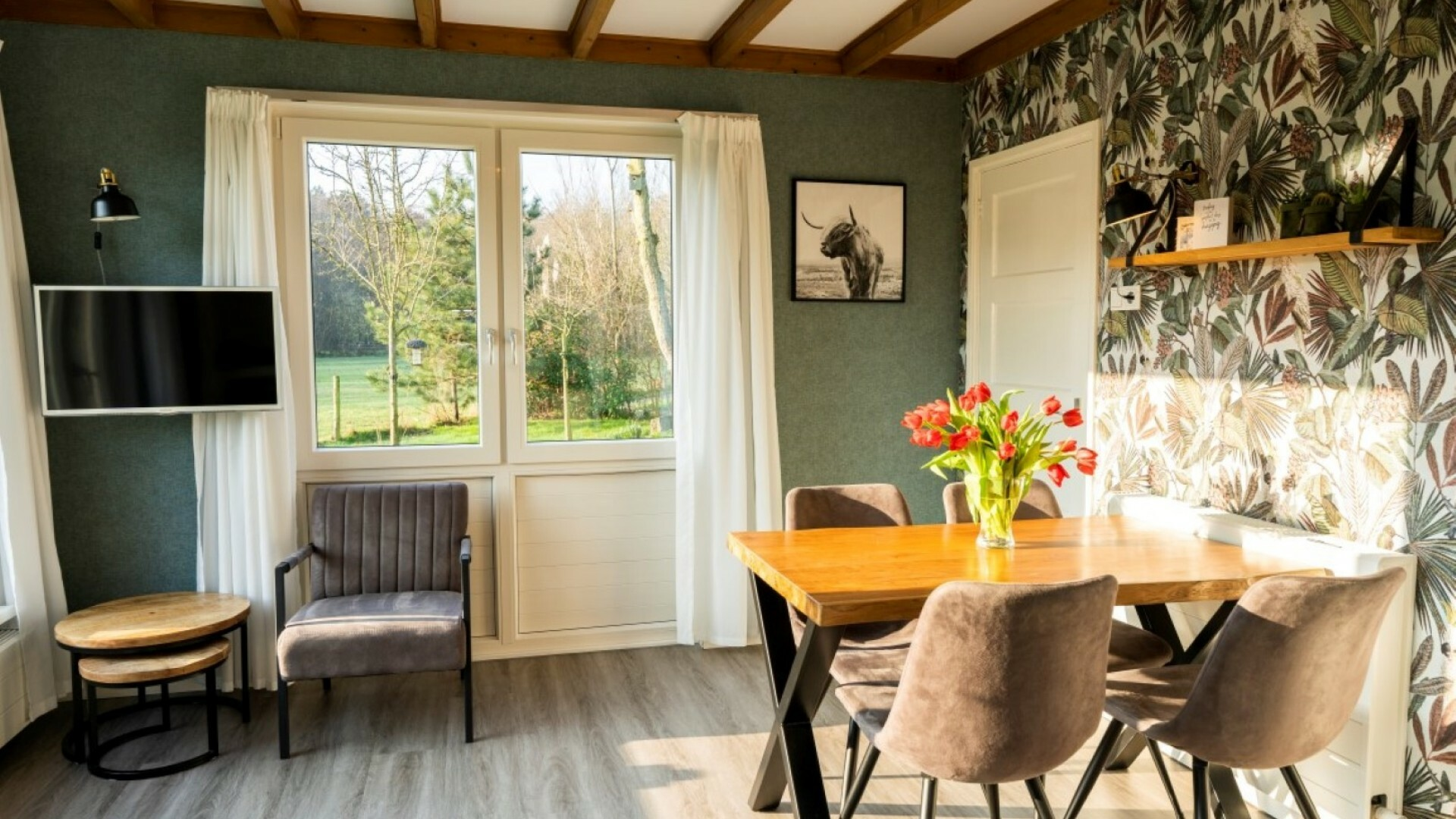 Vakantiehuis Het Tuinhuis eettafel en zitje VVV Texel