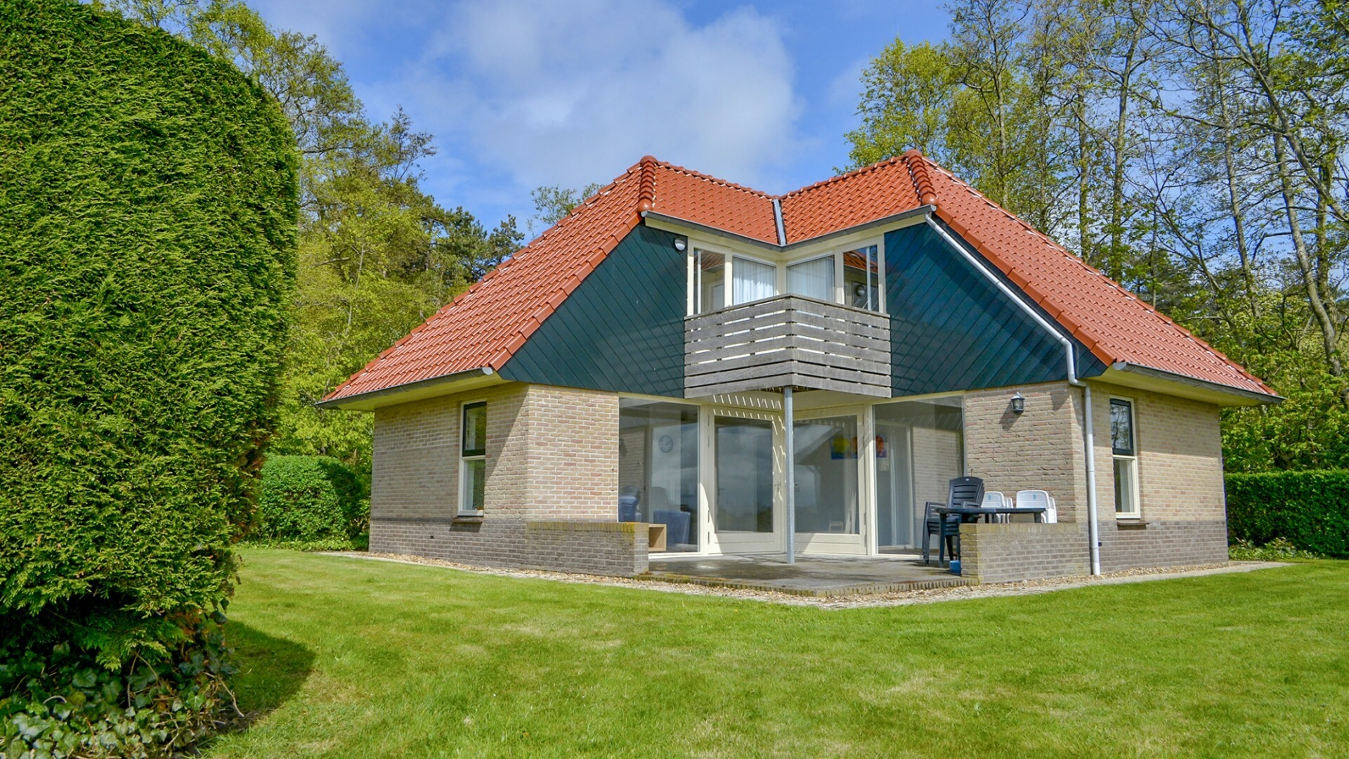 Buitenaanzicht vakantiewoningen De Mispel en Roodborstjes VVV Texel