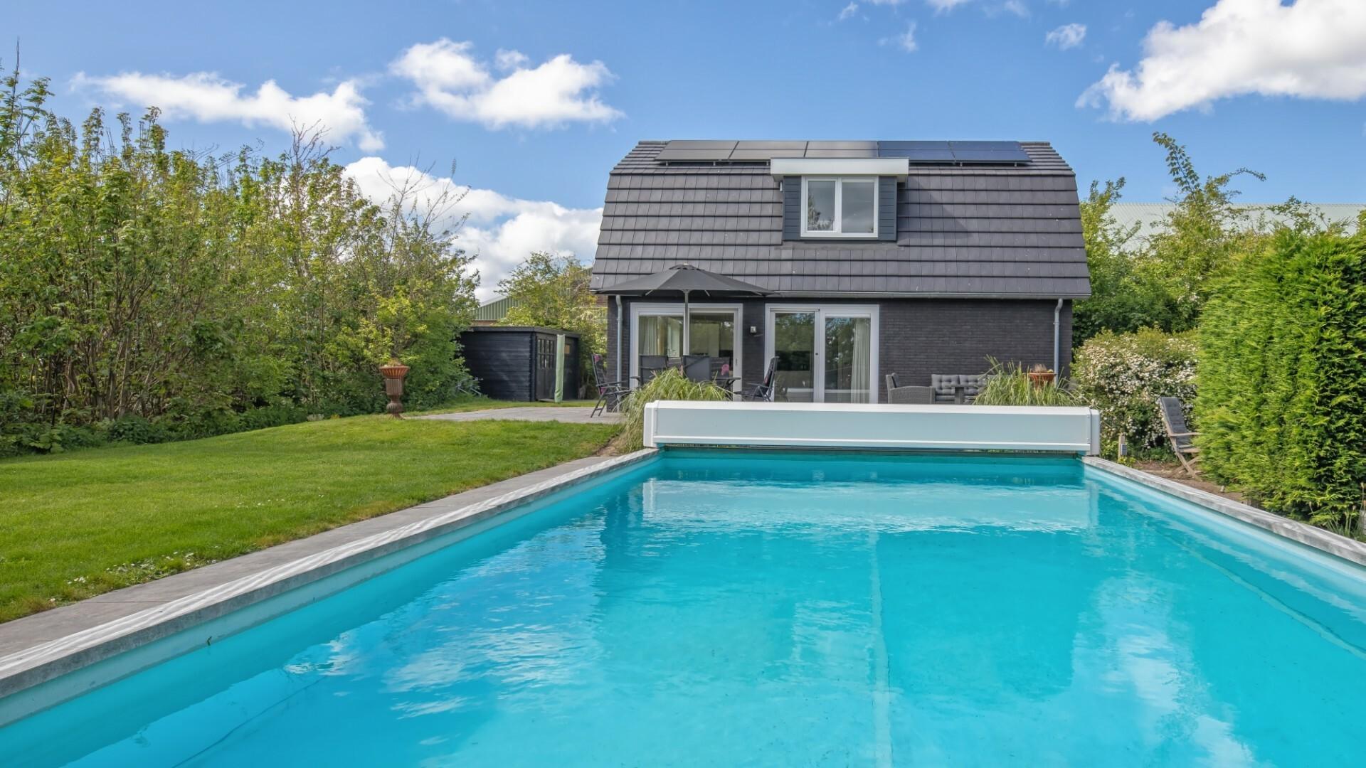 Vakantiehuis met zwembad buitenaanzicht Meyertebos fotograaf Justin Sinner