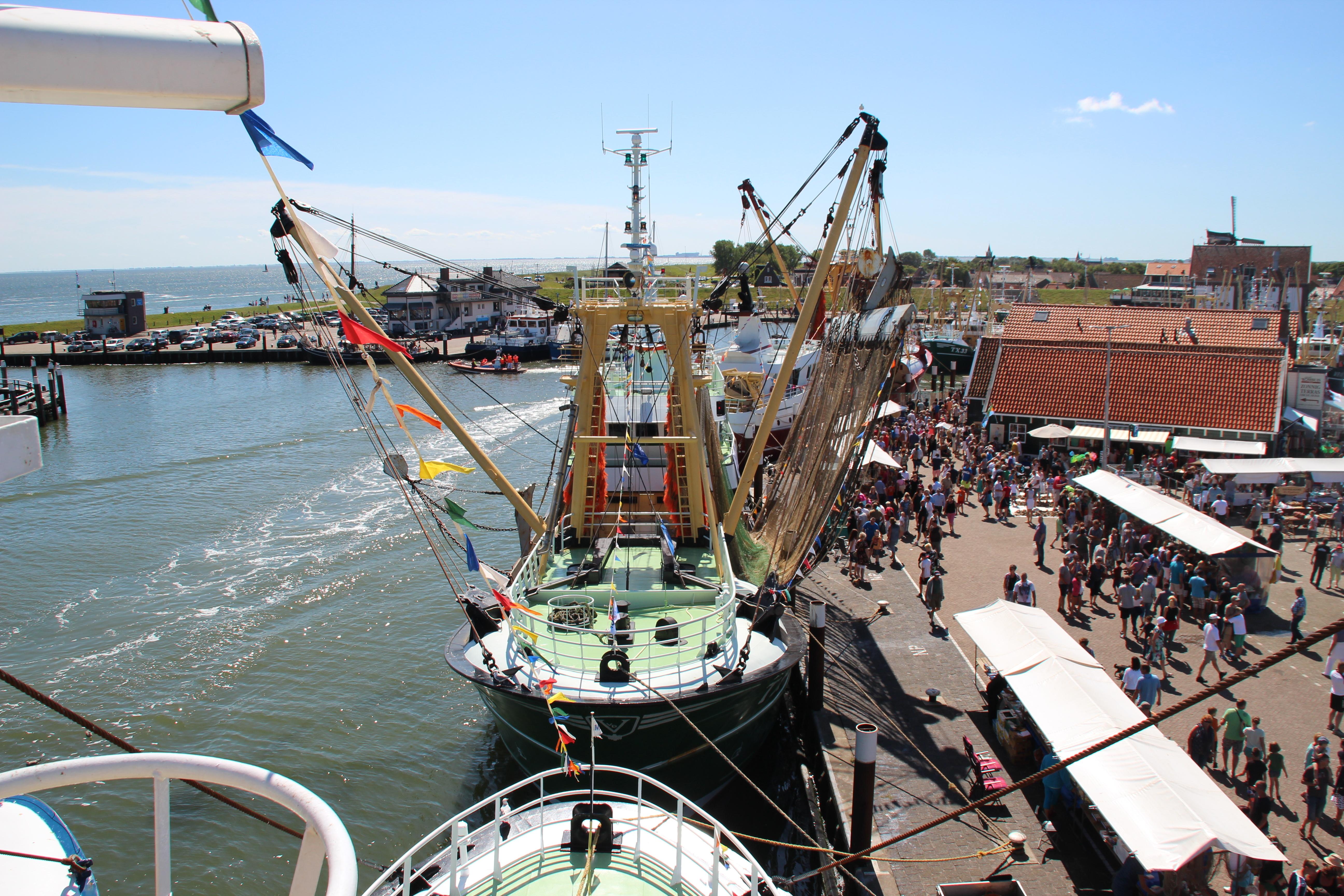 Luchtfoto kotter bij Havenvistijn oudeschild VVV Texel