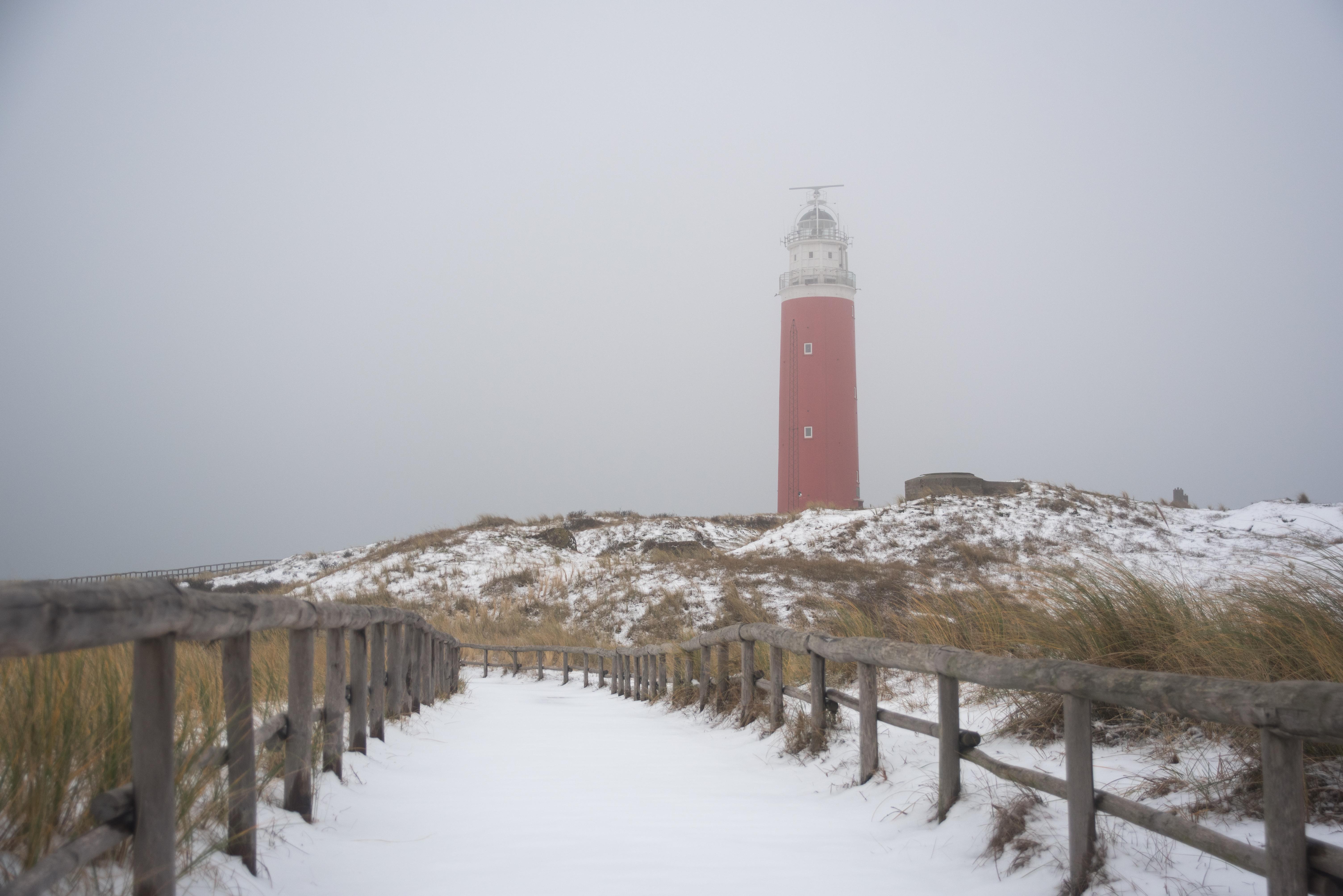 Vuurtoren in de sneeuw VVV Texel