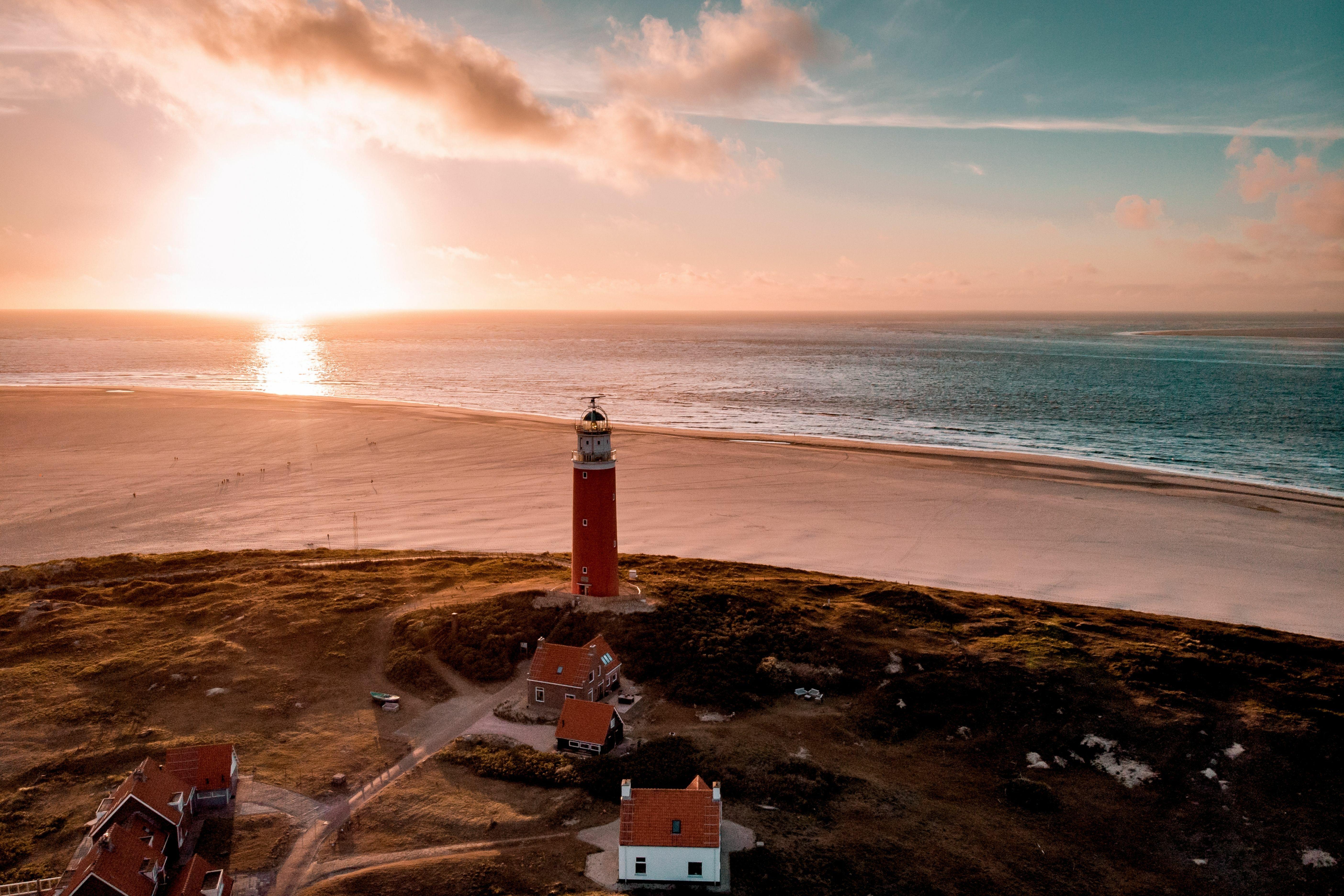 Vuurtoren met zonsondergang VVV Texel