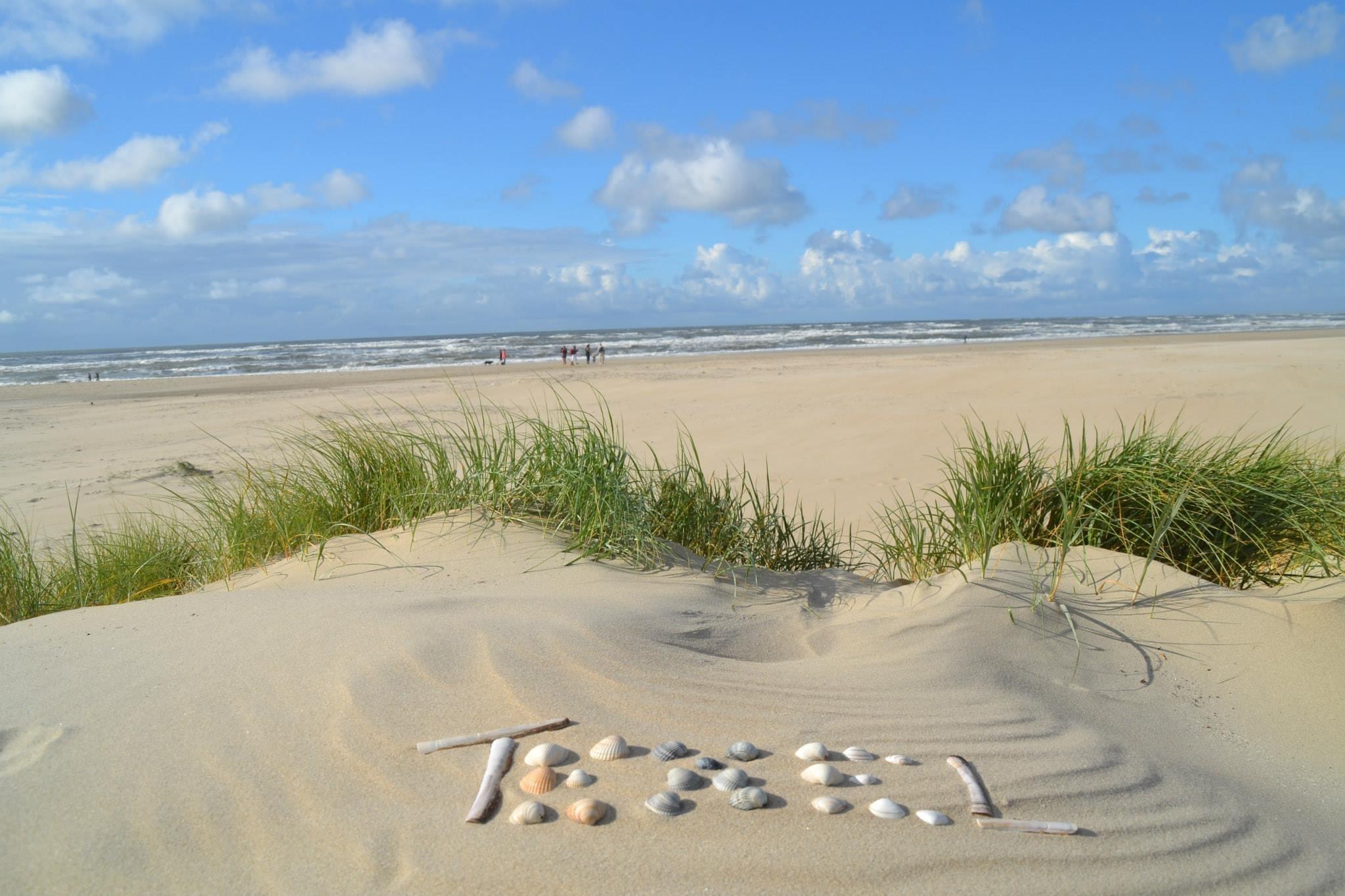 Letters Texel op het strand VVV Texel Sabrina Trenning