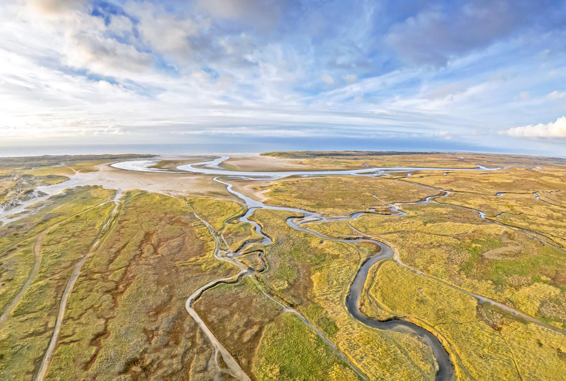 Luchtfoto van De Slufter VVV Texel fotograaf Justin Sinner
