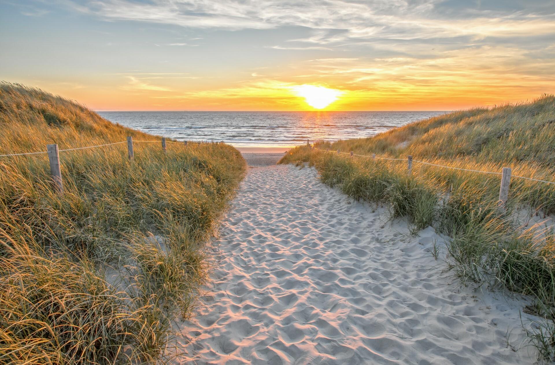 Strandopgang met de zonsondergang VVV Texel fotograaf Justin Sinner
