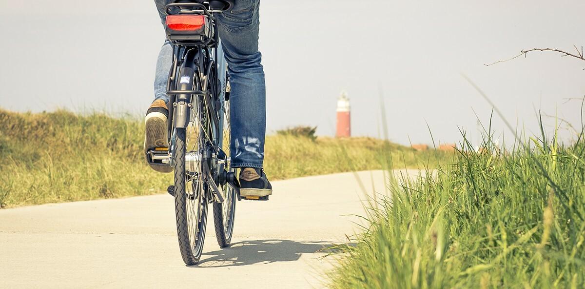 Fietsen fietspad vuurtoren van der linde fietsen VVV Texel fotograaf Stefan Krofft
