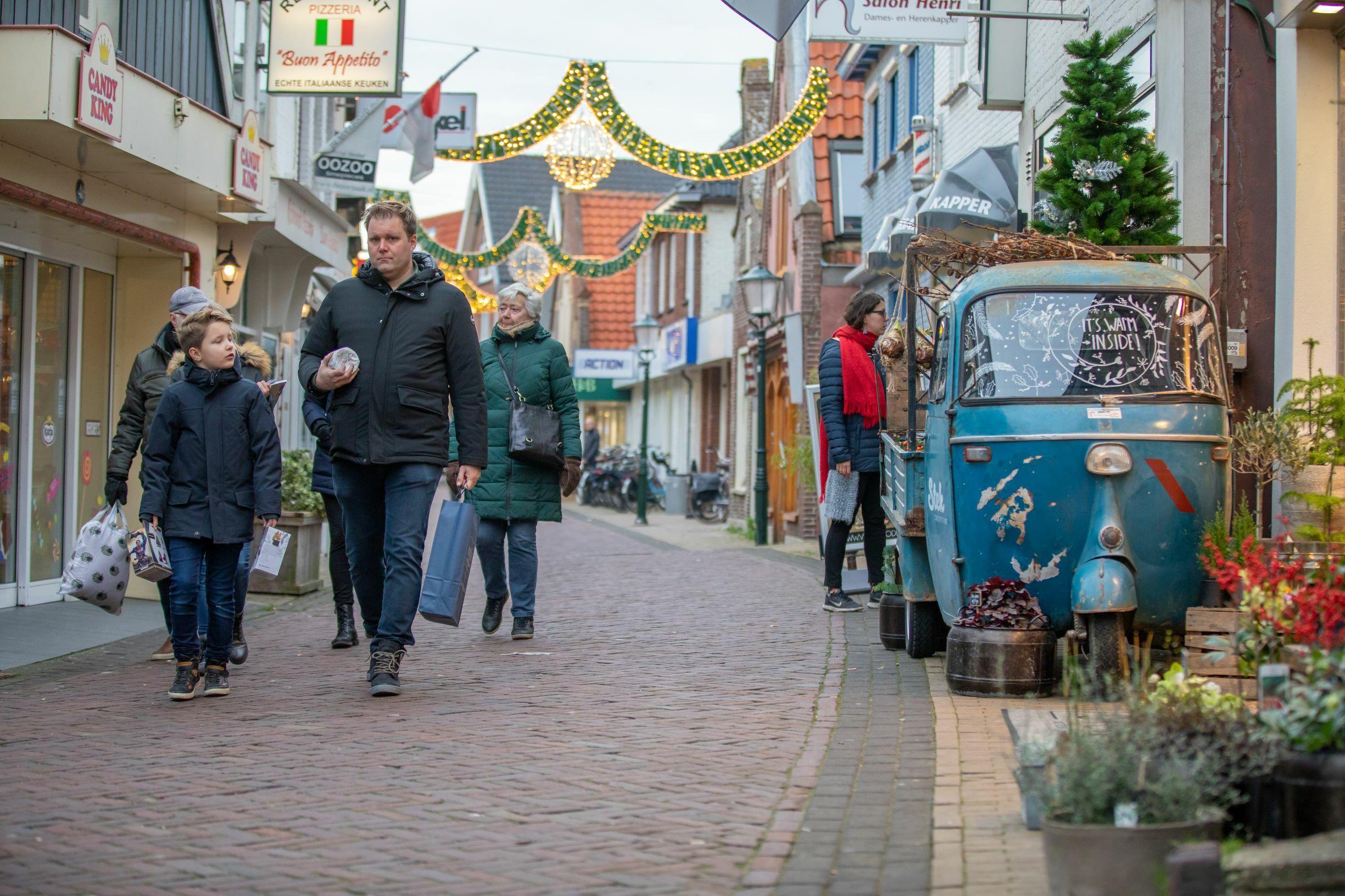 Winkelen in Den Burg Weverstraat VVV Texel fotograaf Evalien Weterings