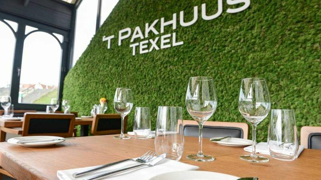Interieur tafel restaurant t Pakhuus Texel VVV Texel