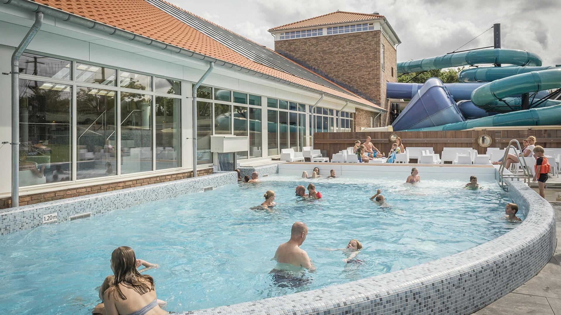 Buitenzwembad op Vakantiepark De Krim VVV Texel